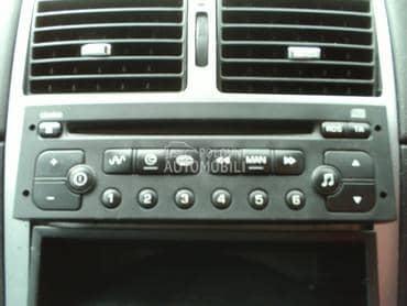 Citroen fabrički CD player za Citroen Berlingo, C2, C3 ... od 2002. do 2009. god.