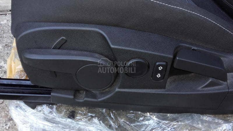 Opel Insignia - kompletan auto u delovima