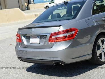 Mercedes Benz E Klasa -  kompletan auto u delovima