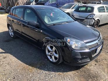 Opel Astra H 2004. god. -  kompletan auto u delovima