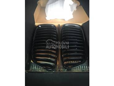Crni grilovi za BMW 518, 520, 525 ...
